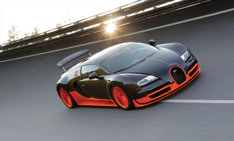 La Bugatti Veyron SuperSport trae un enorme motor W16 (16 cilindros en &...
