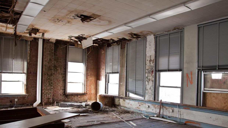 En este grado de abandono se encontraba el edificio.