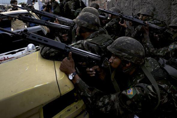 Las autoridades exigieron a centenares de traficantes que se rindan y ad...