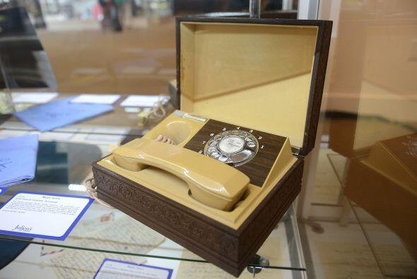 El teléfono personal de Elvis Presley fue uno de los artículos que se pu...