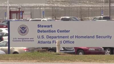 Inmigrantes dentro de Stewart impactados tras suicidio de compañero