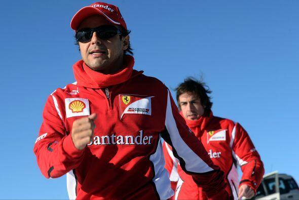 Competitivos hasta a la hora de la diversión. Fernando Alonso trataba de...