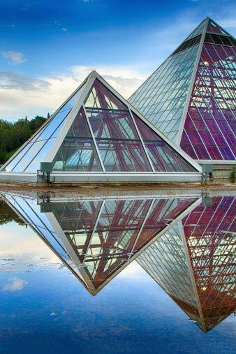 Para que las pirámides sean efectivas no se deben dejar cerca de fuentes...
