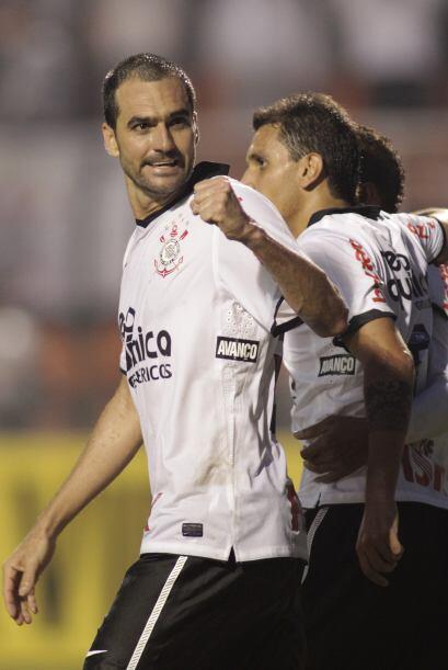 El 25 de octubre de 2008, consigue el ascenso a la primera división de B...