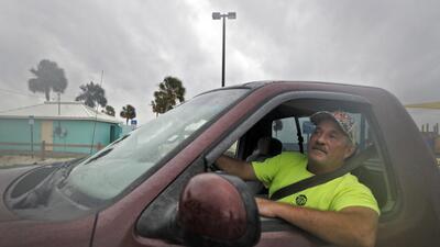 """ICE y la Patrulla Fronteriza suspenden """"todo tipo de operativos"""" en las zonas donde impactará el huracán Michael"""