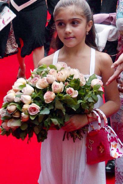 En septiembre de 2003, la nena acompañó a su mamá a la presentación en L...