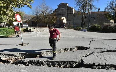 Italia sufre el tercer terremoto en una semana, el más potente en décadas
