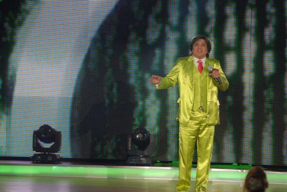 Esta vez la pequeña cantó a lado de Juan Gabriel, imitado por Jaime Joya.