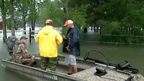 En Un Minuto Houston: El área de Beaumont sigue bajo orden de evacuación...
