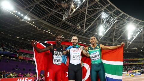 Jereem Richards (izquierda), Ramil Guliyev (centro) y Wayde Van Niekerk.