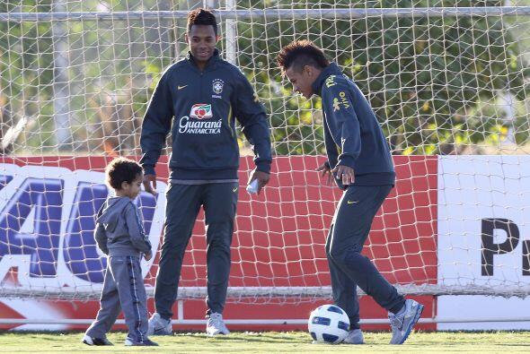 Pero el goleador del Santos prefirió jugar con Robinho y con un pequeño...