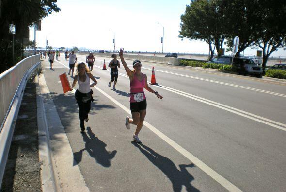 La conductora de Primer Impacto, Satcha Pretto corrió en la maratón de M...