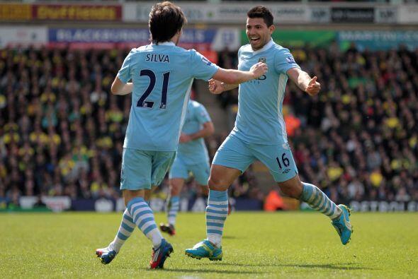 Al minuto 27 otro argentino se unió a la fiesta de goles, Sergio Agüero.