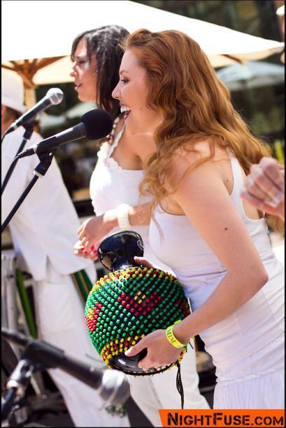 Las cantantes Amanda Soares y Sarah Snyder armonizaron en la canción tem...