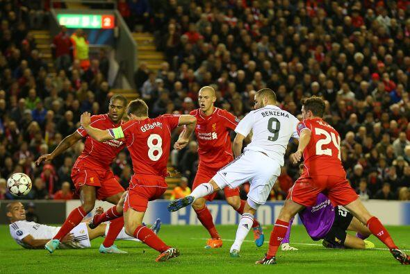 El Liverpool no pudo en casa y cayó por 0-3 ante el Real Madrid con dobl...