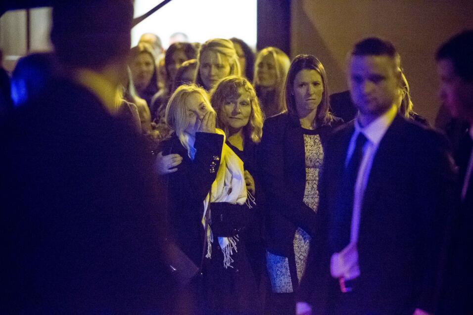 Familia y amigos la noche antes del funeral.