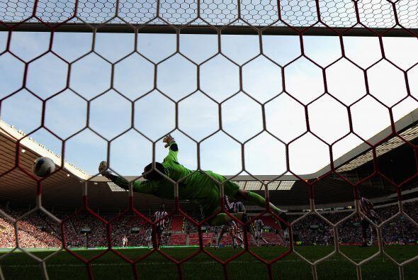 Sunderland era local y fueron por el honor. Lo consiguieron y levantaron...