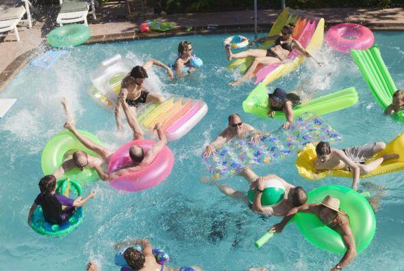 Sin duda, los juegos con agua pondrán sus bañadores a prueba, así que as...