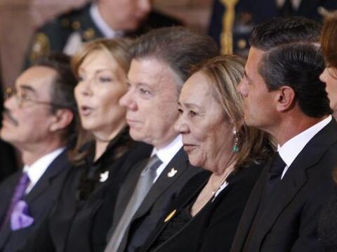 Los presidentes de México y Colombia durante el homenaje al falle...