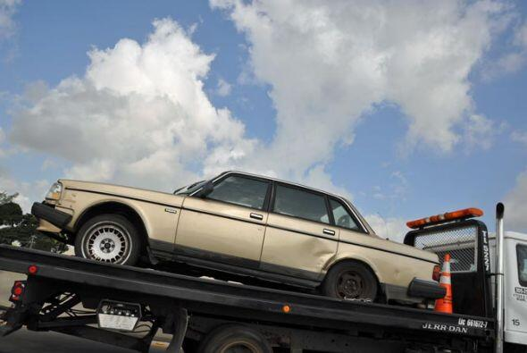 Este Volvo ya vió sus mejores días y ahora va rumbo al deshuesadero.