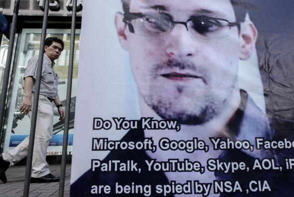Edward Snowden.   De 29 años, sin terminar educación secundaria, era un...