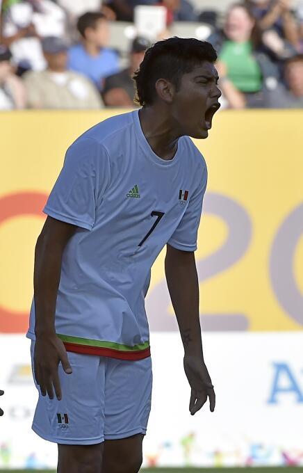 Con la victoria, la selección mexicana quedó a la cabeza del Grupo B, al...