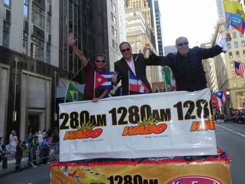 Familias hispanas desfilan por la 5ta Avenida 31d28def9e0441f78d9386d3ee...