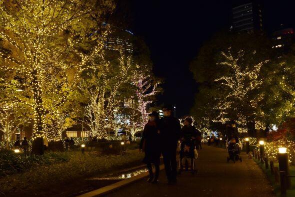 El trabajo de iluminación se lleva a cabo desde el mes de noviembre para...
