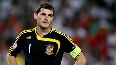 Iker Casillas se saca los mocos y los embarra