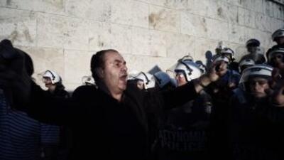 Un ciudadano griego en una manifestación en Atenas