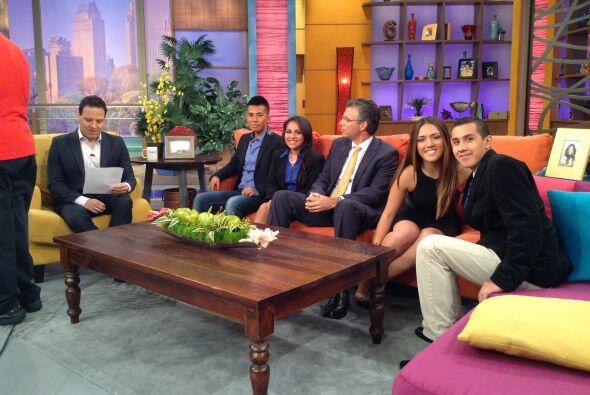 Junto con Raúl González, presentador de Despiert América, y Alcobe, los...