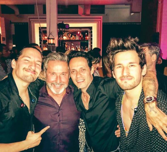 Después de un concierto junto a su padre y Marc Anthony, estos chicos ha...
