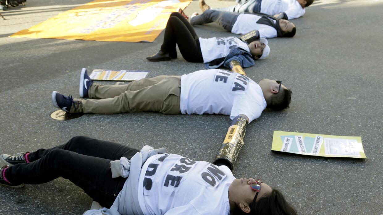 Inmigrantes piden el fin de las redadas de inmigración