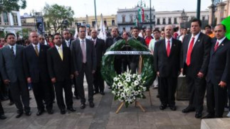 En Morelia, México, colocaron arreglos florales para recordar a las víct...