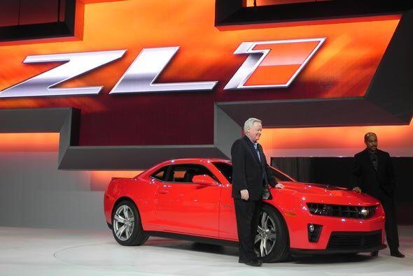 Ejecutivos de Chevrolet presentaron con orgullo su nuevo Camaro, modelo...