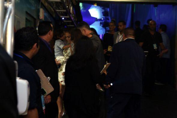 Parece que además de Casper, Jennifer Lopez traía otros acompañantes.
