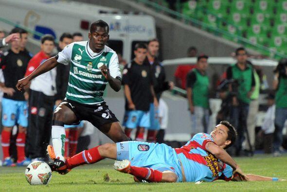 Darwin Quintero fue de lo mejor de Santos durante el partido, dio el pas...