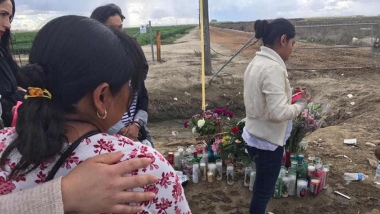 Familiares y amigos de la pareja de inmigrantes se reunieron en una vigi...