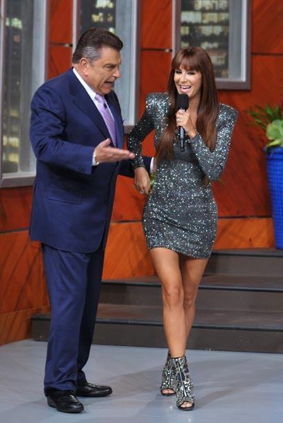 Don Francisco recibe a una de las mujeres más espectaculares del momento.