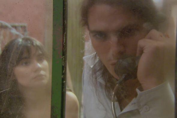 Cejas se pone en contacto con la familia Restrepo para hacerles saber qu...
