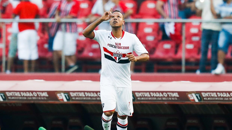 Luis Fabiano se despidió de Santos con un gol