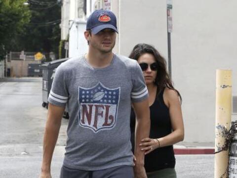 Mila Kunis y Ashton Kutcher siguen presumiendo su relación, y sob...
