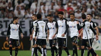 Internacional cayó con el Vitória y Corinthians es nuevo líder en Brasil