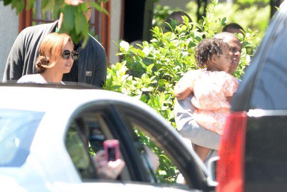 Siempre se les ve sonrientes junto a su nena.Mira aquí los videos más ch...