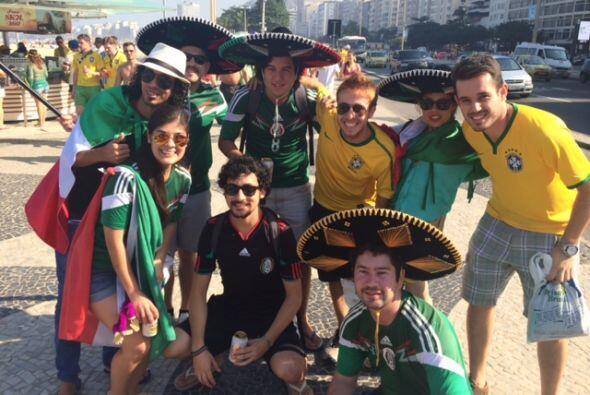 Y aunque se iban a encontrar en la cancha, vimos que los mexicanos y los...