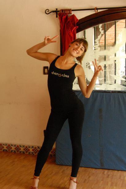 La guapa bailarina ama bailar y disfruta al máximo cada momento que prac...