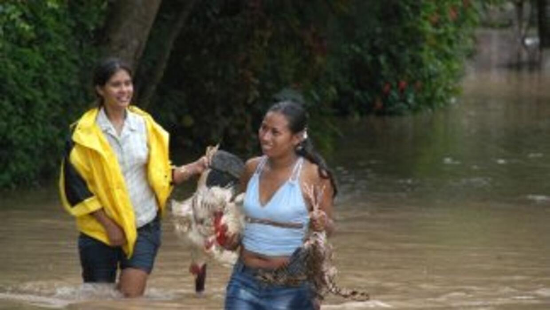 En Honduras han extendido la alerta roja por dos días más debido a la in...
