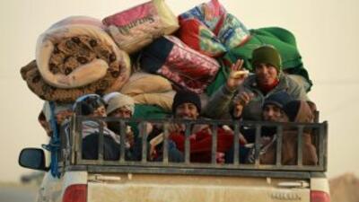 En el décimo día de la revuelta en Libia, miles de extrabjeros huyen del...