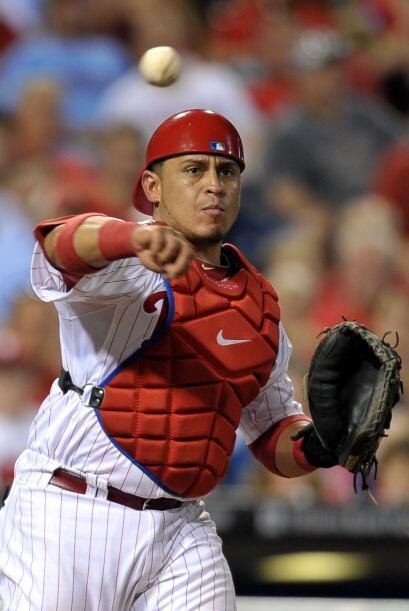 C. Carlos Ruiz. Phillies de Philadelphia. El panameño bate&oacute...