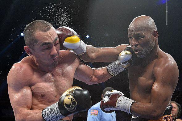 Hopkins administró bien su boxeo contragolpeó con presición y atacó solo...